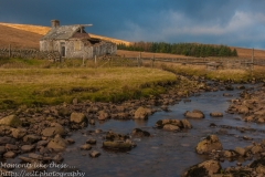 Yorkshire Dales - solitary house by a stream