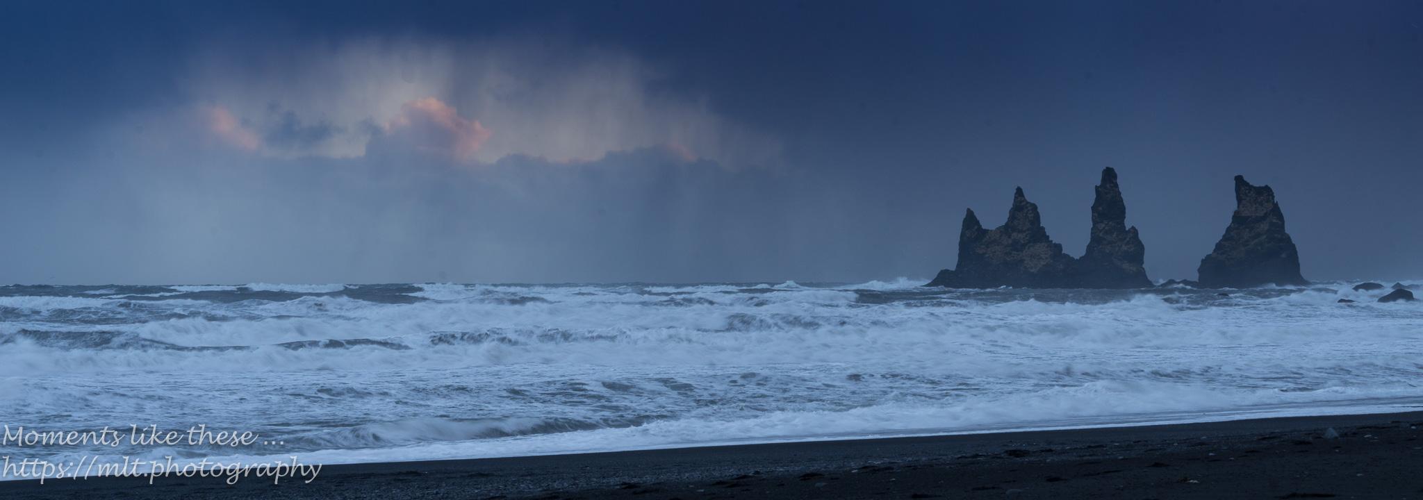 Rough seas at Reynifsjara Beach